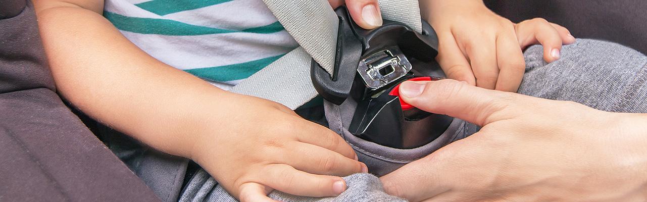 כיצד ניתן למנוע שכחת ילדים ברכב